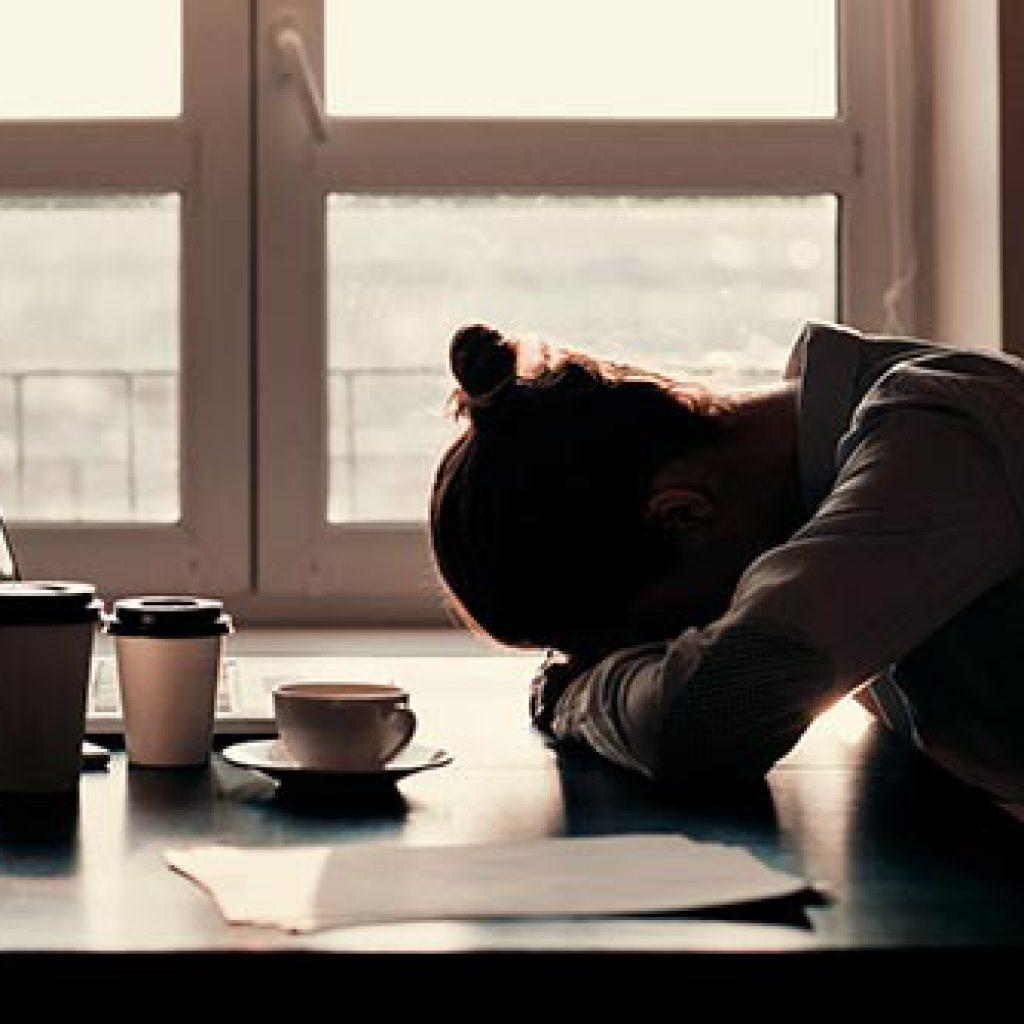 نخوابیدن با کافئین